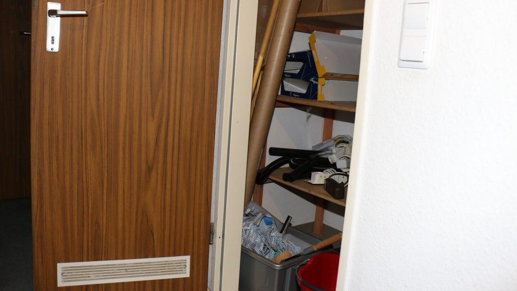 In dieser Abstellkammer könnte nach kleinem Umbau eine Monoblock Klimaanlage effektiv kühlen.