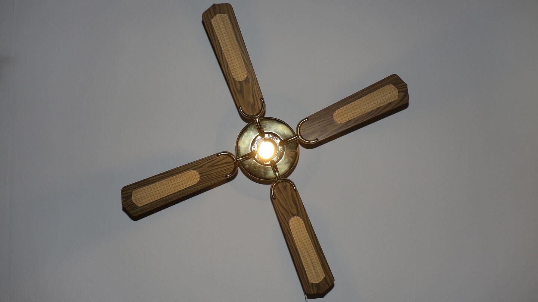 Richtig lüften – der Deckenventilator kühlt oder verhindert Schimmel im Winter.