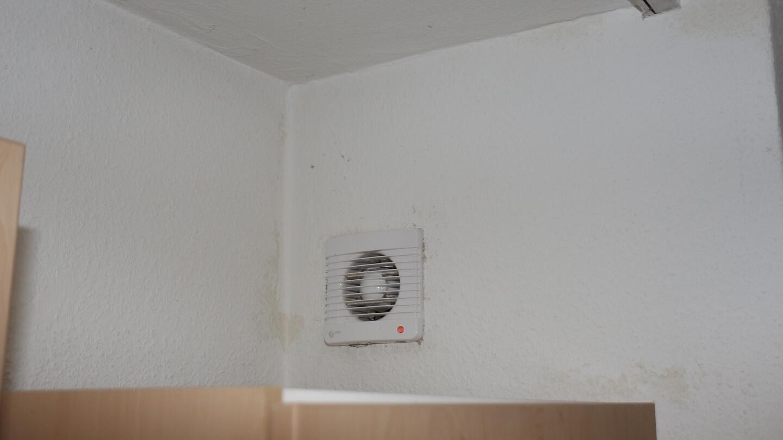 Bereits dieser Küchenlüfter trägt zur besseren Klimatisierung vom Innenraum bei.