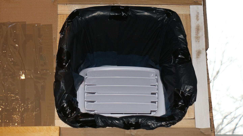 Monoblock Klimaanlage kühlt im Abstellraum – so kann der Ausstoß der Kaltluft aussehen.