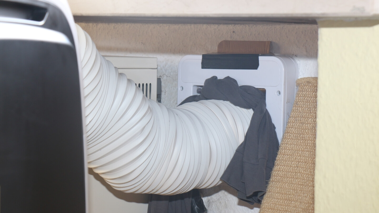 Auch kleine Luftlöcher müssen geschlossen werden, um die Kühlleistung der Klimaanlage zu optimieren.