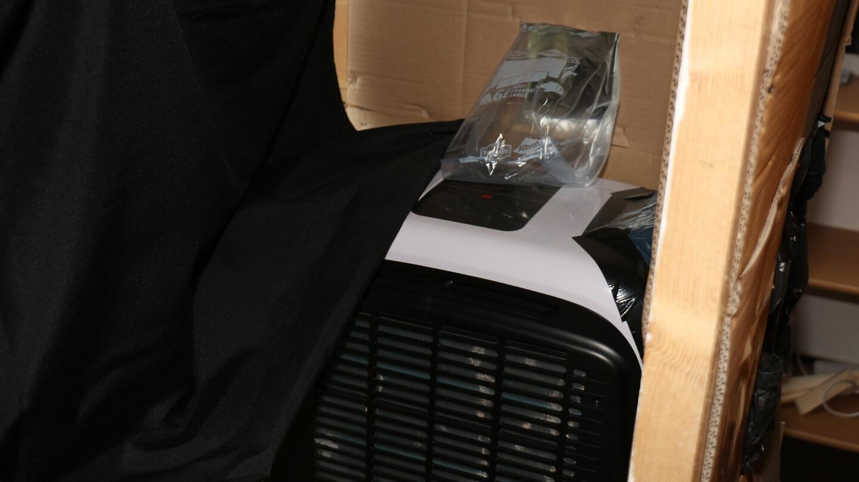 Der Fensterkasten ermöglicht die Optimierung der Monoblock Klimaanlage.