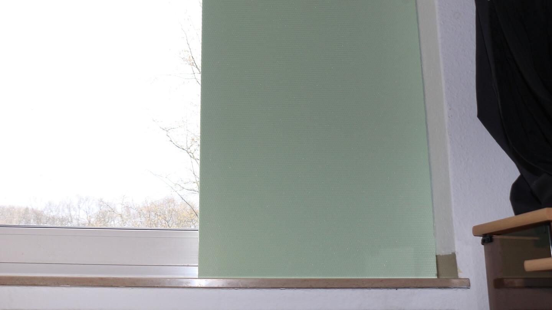 Gibt es im Blackout Heizöl? Improvisieren: Fenster mit Dämmplatte isolieren.