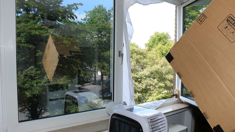 Fensterabdichtung richtig anbringen – Klettband an passende Stellen kleben!