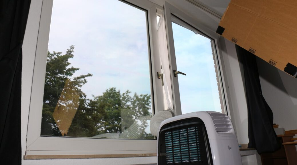 Nicht einfach – mobile Klimaanlage richtig aufbauen kühlt deutlich effektiver!