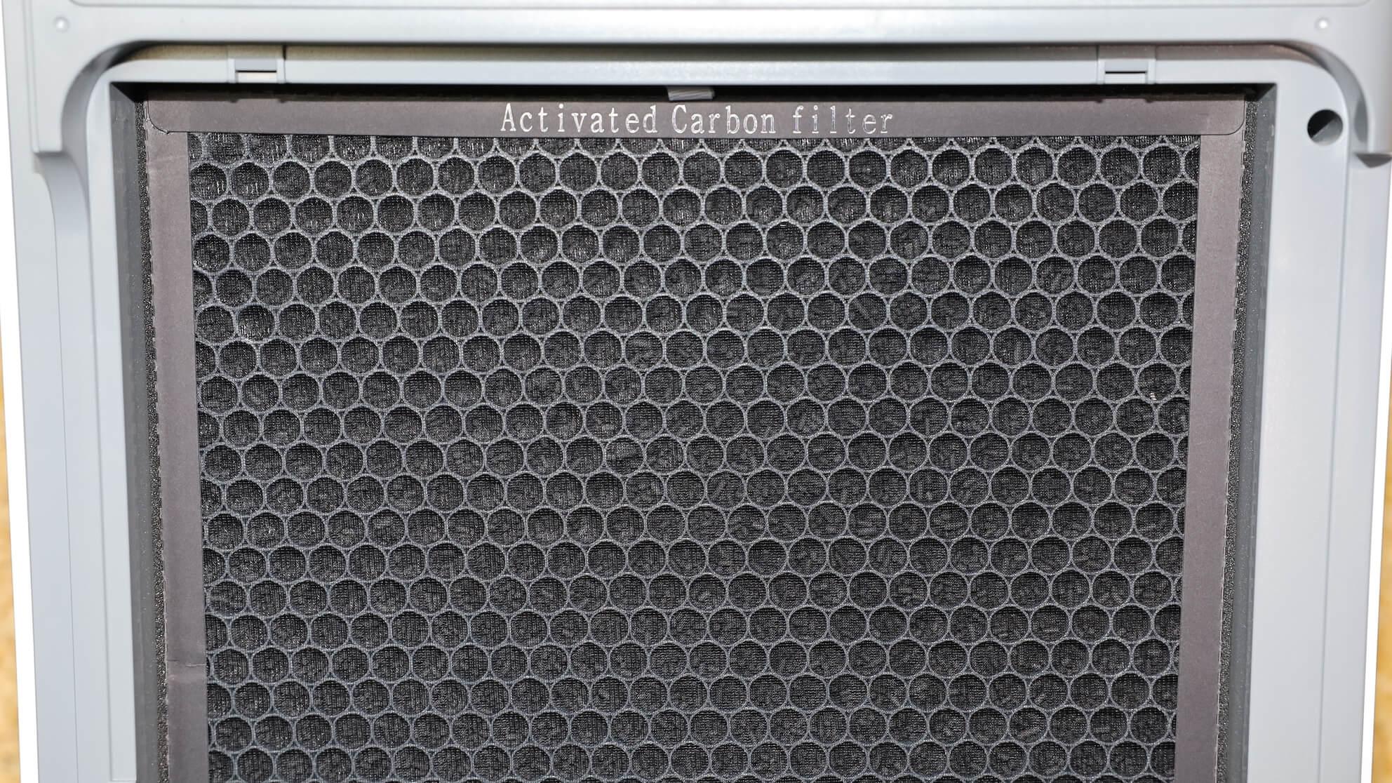 Der Aktivkohlefilter hilft nicht bei Pollenallergie, er filtert jedoch Giftstoffe aus der Luft