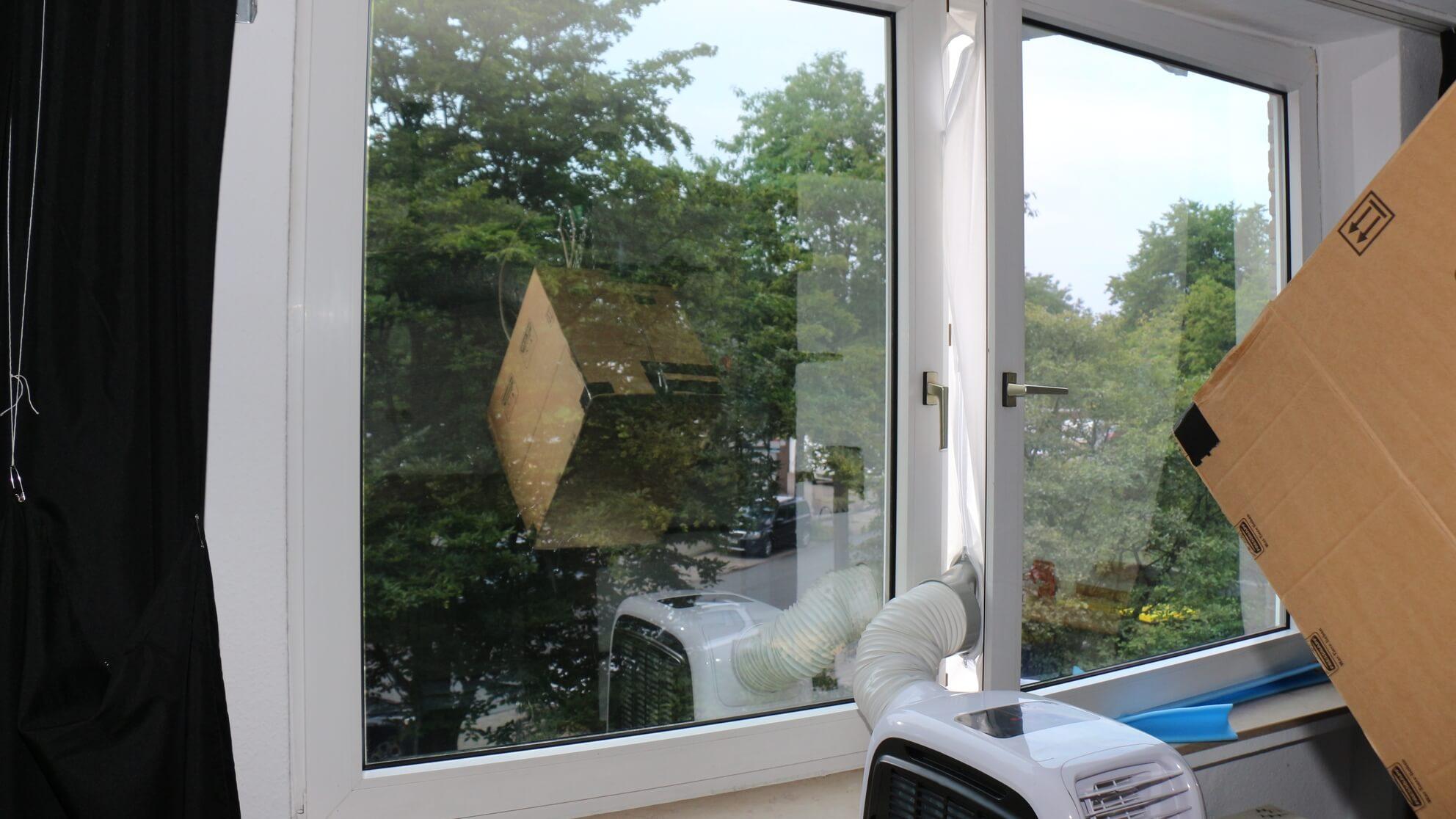 Klimaanlage vor Fenster – keine warme Frischluft durch die Wohnung anziehen