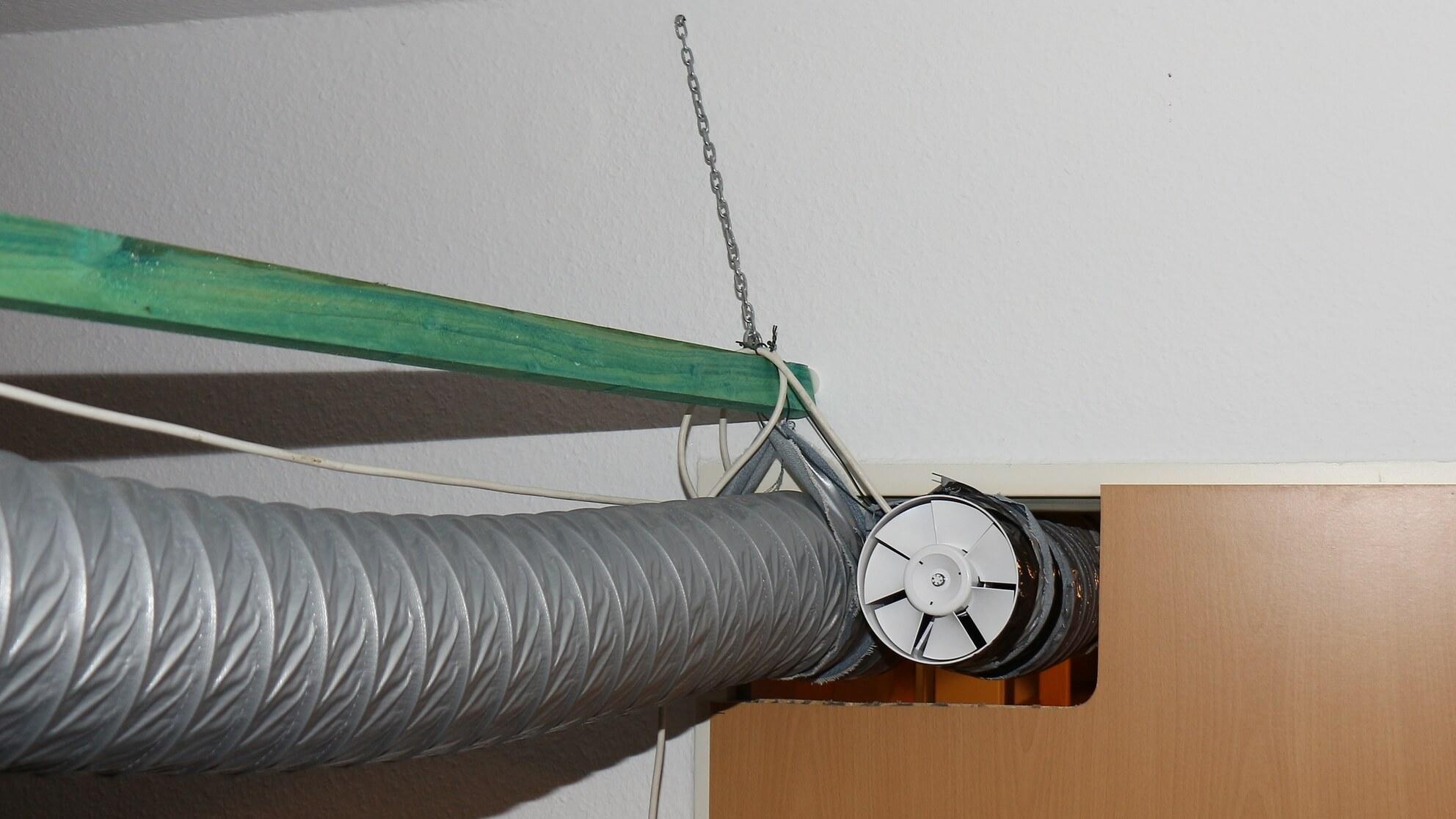 Kaltluft im linken Luftschlauch, Warmluft kommt durch den anderen zurück